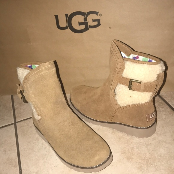 6ce4a75efb9 Big Girl UGG BOOTS AUTHENTIC JAYLA #5 NWT